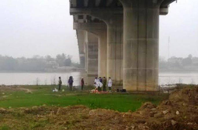 Khu vực dưới chân cầu Nguyệt Viên, nơi người dân đi chăn bò phát hiện xác ông Dũng trôi trên sông Mã