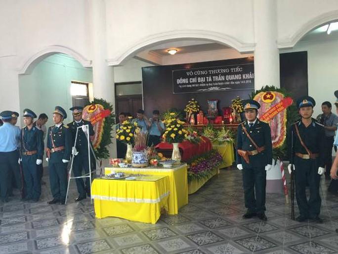 Lễ viếng đại tá Trần Quang Khải được tổ chức theo nghi thức Quân đội nhân dân Việt Nam