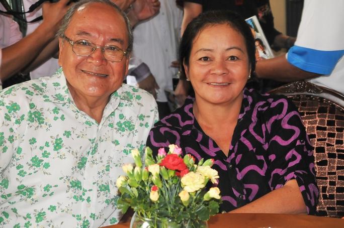 NSƯT Hùng Minh và vợ - NS Hoa Lan