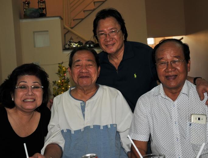 NS Phượng Liên, nhạc sĩ Đức Lang, NS Viễn Sơn và nhạc sĩ cổ nhạc Minh Hữu (đờn kìm)