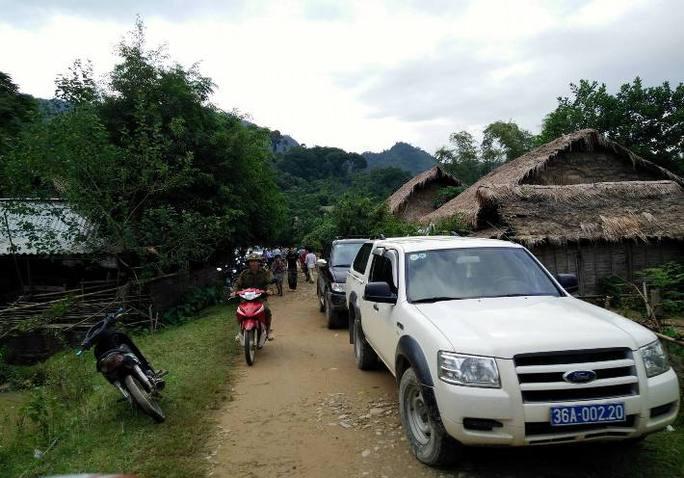 Xe của lãnh đạo huyện tại thôn