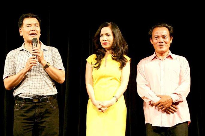 NS Hữu Nghĩa, Lê Hóa và Phương Bình trong đêm ra mắt sân khấu Nghệ thuật sân khấu II