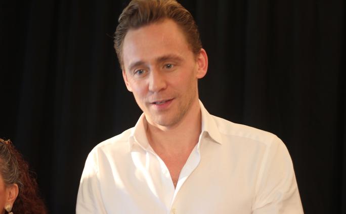 Ngôi sao điện ảnh điển trai Tom Hiddleston chia sẻ anh rất vui khi đến Việt Nam
