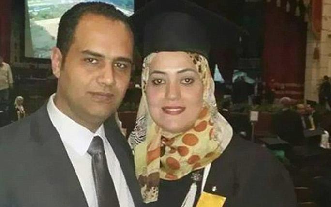 Vợ chồng Ahmed Ashery ra đi để lại 3 con mồ côi. Ảnh: Telegraph