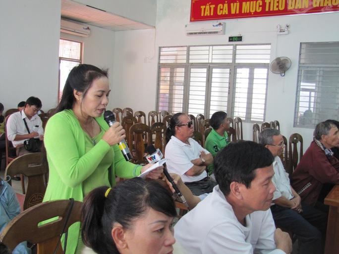 Bà Phan Thị Hương, đại diện cho người dân tổ 30A (Thuận Phước), kịch liệt phản đối