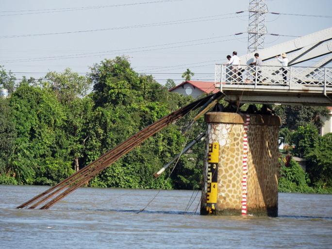 Hiện trường cây cầu sập