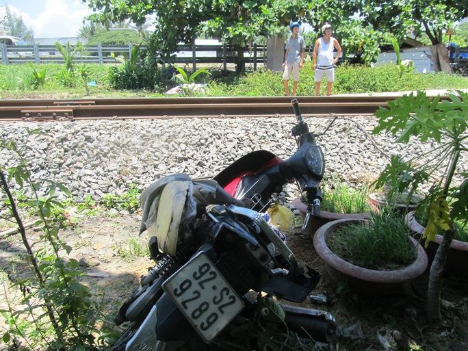 Chiếc xe máy bị hư hỏng nặng sau cú va chạm