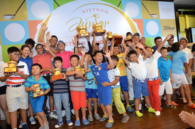 Các tay golf nhí Việt Nam dự giải