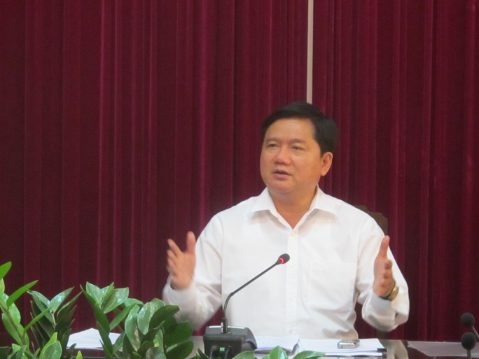 Chiều 3-2, Ủy viên Bộ Chính trị, Bộ trưởng Đinh La Thăng chỉ đạo cách chức Tổng giám đốc Công ty CP Vận tải đường sắt Hà Nội vì đã mua toa xe qua sử dụng của Trung Quốc - Ảnh: Văn Duẩn