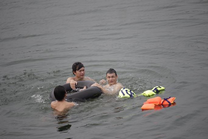 Thiết nghĩ chính quyền địa phương nên siết chặt hơn trong việc quản lý khu vực hồ Đá. Các em nhỏ cũng nên được dạy các kỹ năng bơi lội, sử dụng các phương tiện hỗ trợ để hạn chế hết mức các tai nạn có thể xảy ra.