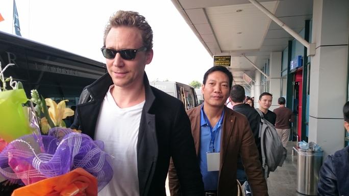 Đoàn làm phim được chào đón nhiệt tình tại sân bay Đồng Hới