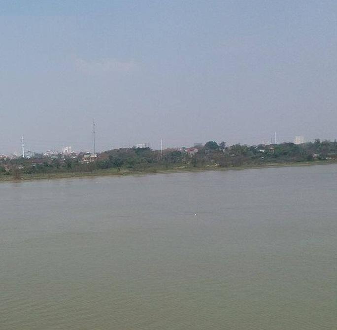 Sông lam nơi người dân phát hiện thi thể em T.