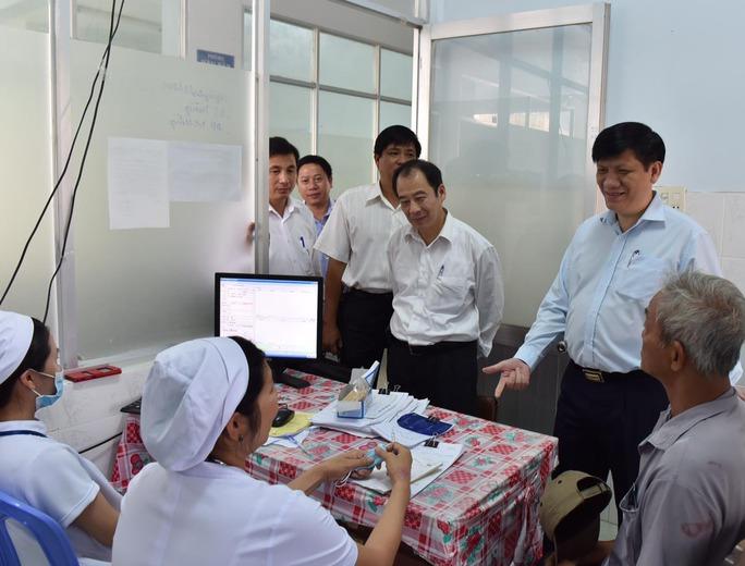 Bộ Y tế kiểm tra công tác ứng phó dịch bệnh do virus Zika tại một cơ sở y tế của tỉnh Bình Thuận hôm 24-3 Ảnh: Khánh Anh