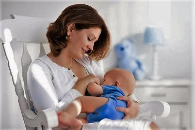 Trẻ sinh non được chăm sóc đặc biệt rất cần được bú mẹ trong thời gian này. Ảnh: MNT