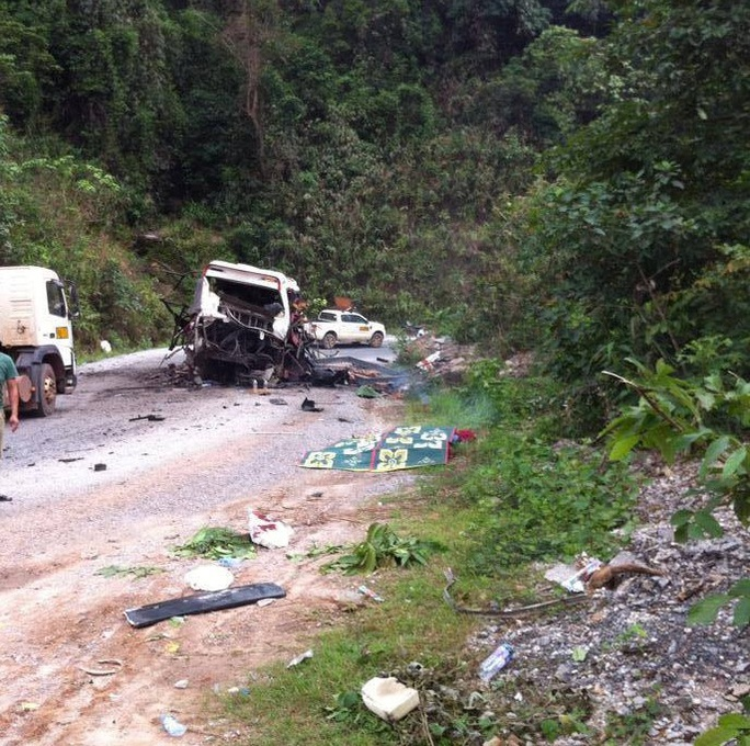 Hiện trường vụ nổ xe khách tại Lào