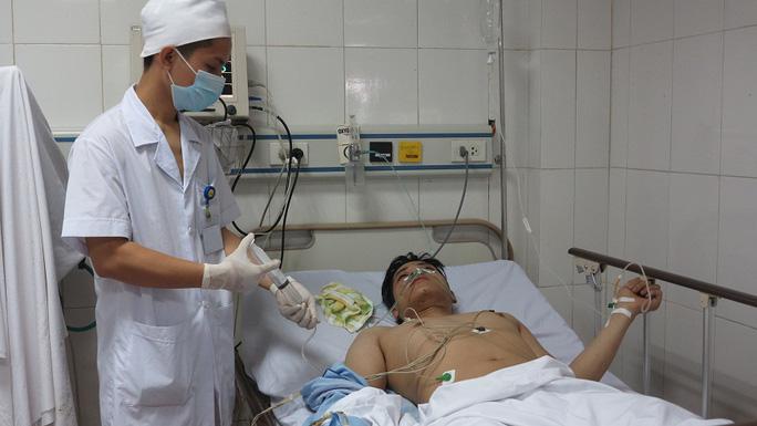 Một trong số các nạn nhân bị thương đang điều trị tại bệnh viên