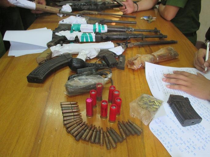 Số vũ khí khủng cơ quan công an thu giữ khi bắt Lương Ba Duy - Ảnh do cơ quan công an cung cấp