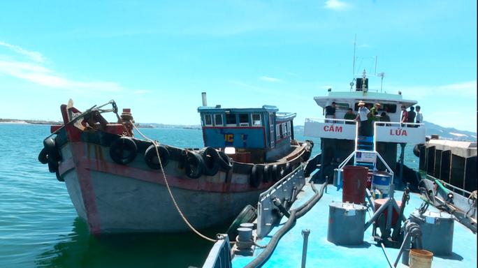2 tàu chở dầu không rõ nguồn gốc. Ảnh: Công an cung cấp
