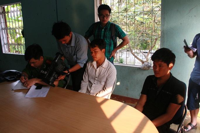 Và Bá Nhìa và Cụt Văn Bình, 2 người may mắn thoát chết đã bị khởi tố, bắt tạm giam