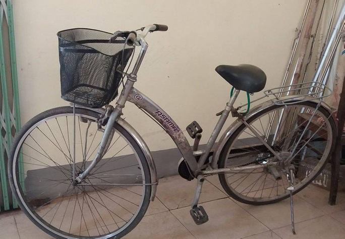 Xe đạp của em T. được người dân phát hiện trên cầu Bến Thủy.