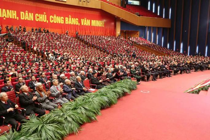 Các đại biểu dự Lễ bế mạc Đại hội XII sáng 28-1