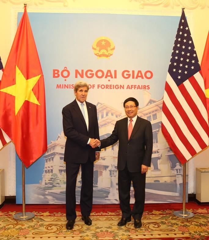 Phỏ Thủ tướng, Bộ trưởng Ngoại giao Phạm Bình Minh và người đồng cấp John Kerry còn là hai người bạn - Ảnh: Lam Phương