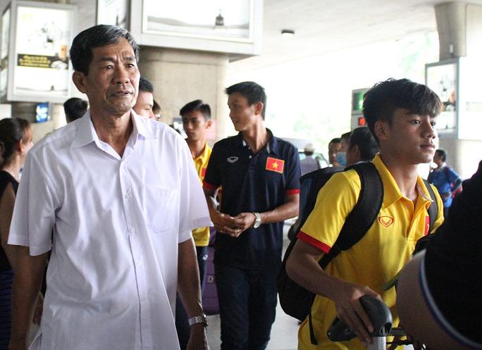 U16 Việt Nam về nước