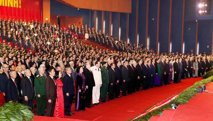 Các Đại biểu Đại hội XII tại lễ chào cờ