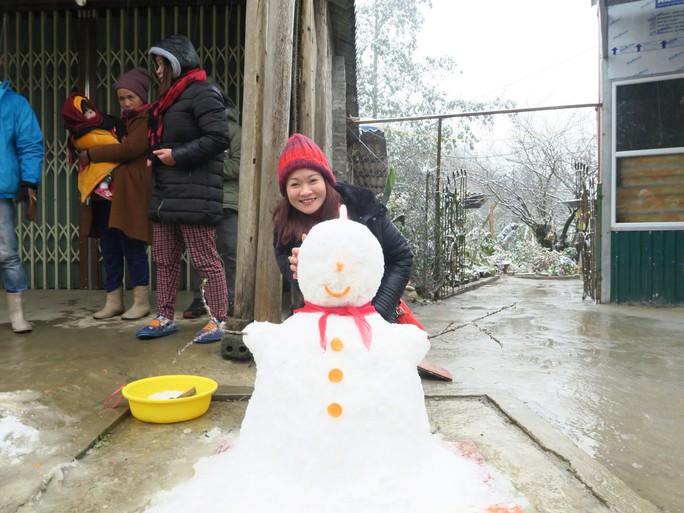 Nhiều người đã gom tuyết để tạo hình thành các con vật ngộ nghĩnh.