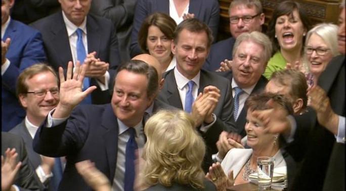 Ông Cameron nhận được sự tán thưởng của các nghị sĩ trong phiên chất vấn thủ tướng cuối cùng ở quốc hội Anh hôm 13-7. Ảnh: Reuters