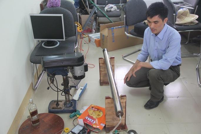 Thầy Thành là Chủ nhiệm Câu lạc bộ Sáng tạo trẻ của Trường THPT chuyên Nguyễn Bỉnh Khiêm