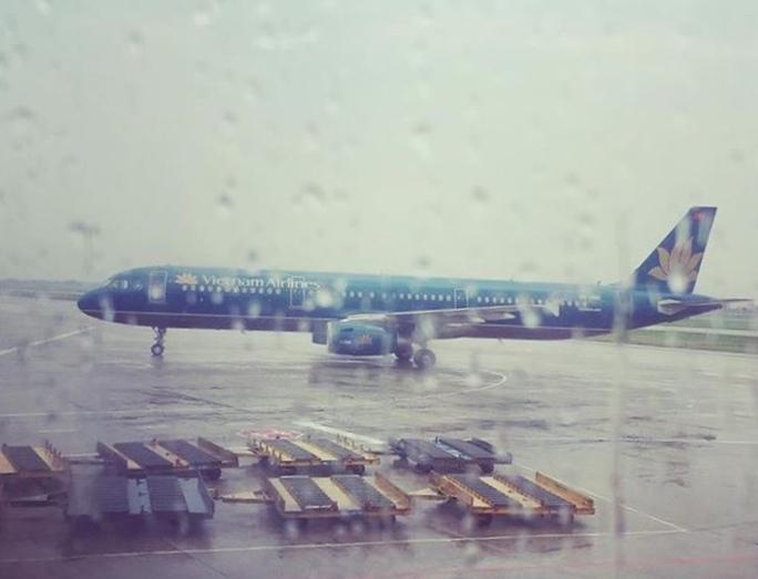 Sân bay Nội Bài hoạt động trong mưa - Ảnh: Facebook