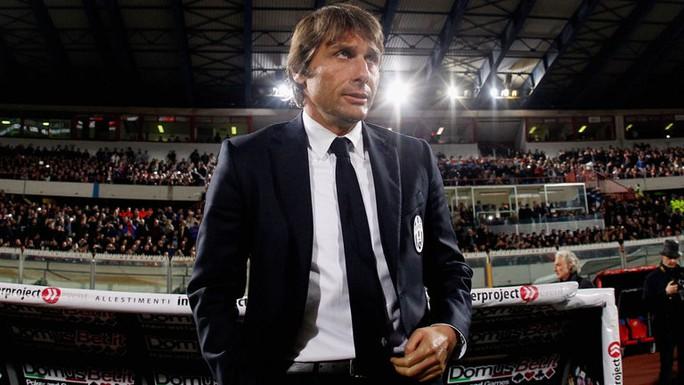 HLV Conte đã có mặt ở London để ký hợp đồng với Chelsea