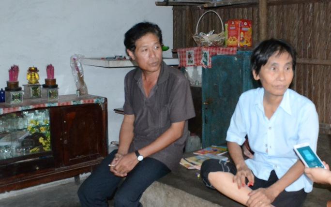 Bà Tè Thại tỏ ra bức xúc sau khi biết gia đình mình không được nhận 500.000 đồng tiền quà Tết.