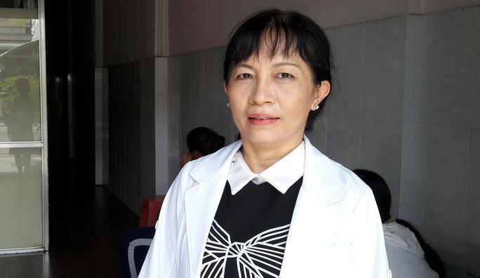 Mặc dù đã về hưu nhưng bác sĩ Mai Hoa vẫn thường xuyên được Bệnh viện Đa khoa tỉnh Kiên Giang mời giải quyết những ca sinh khó.