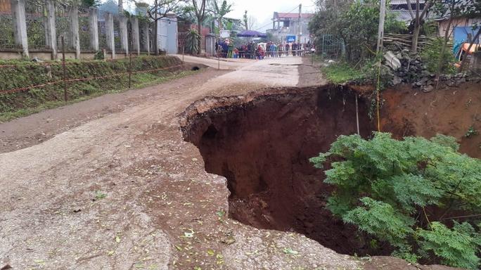 Hố tử thần xuất hiện tại huyện Chợ Đồn, tỉnh Bắc Kạn - Ảnh: Báo Bắc Kạn