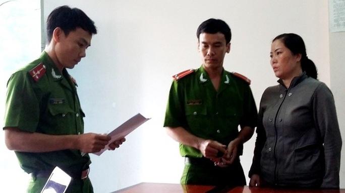 Bùi Thị Thu nghe cơ quan điều tra đọc quyết định khởi tố