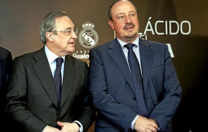 Ông chủ Perez (trái) nổi tiếng không kiên nhẫn với các nhà cầm quân...