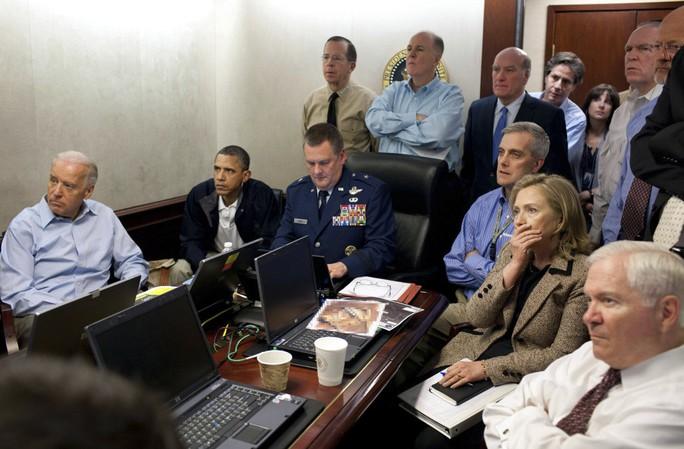 Khung cảnh tại phòng Tình huống 5 năm trước, khi giới lãnh đạo cấp cao Mỹ theo dõi cuộc đột kích. Ảnh: White House
