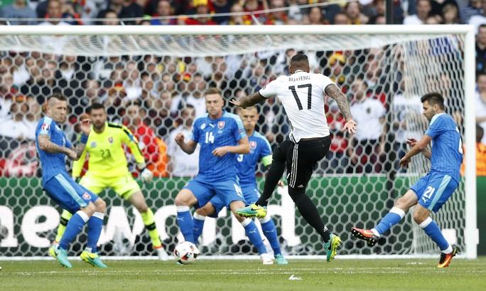 Boateng mở tỉ số cho Đức với một cú sút cực mạnh