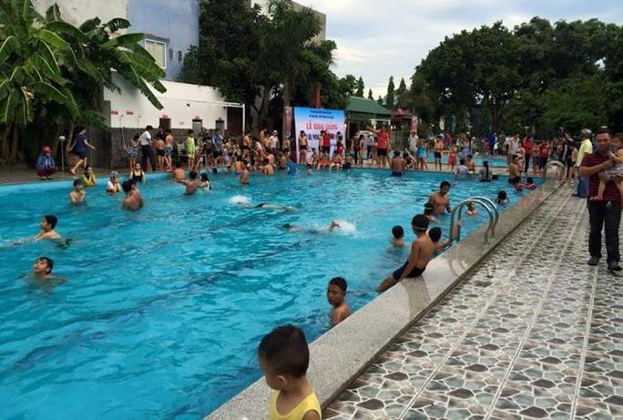 Các em được huấn luyện một số kỹ năng bơi căn bản