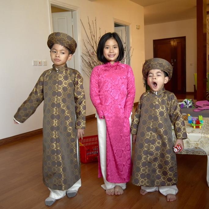 Đạo diễn Trần Lực kể, phải thuyết phục mãi mới chụp được mấy tấm hình cho lũ trẻ