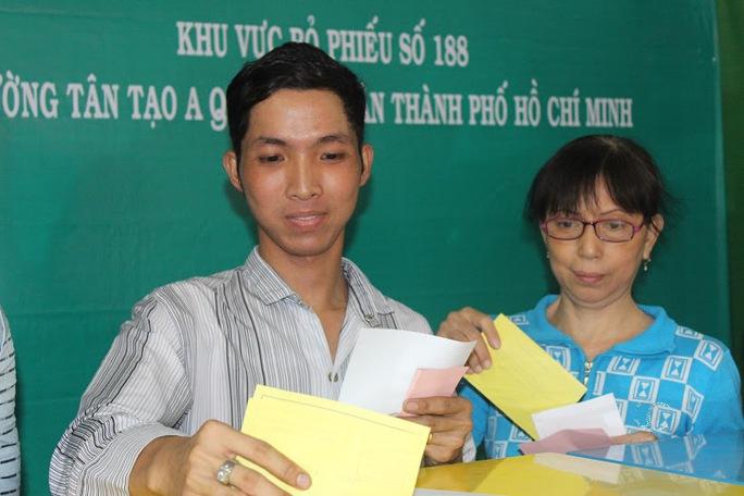 Công nhân háo hức đi bỏ phiếu