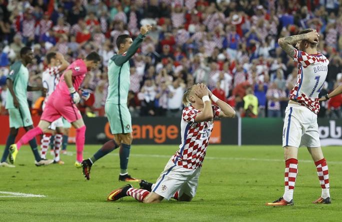 Niềm vui của Ronaldo cũng là nỗi thất vọng vô bờ bến của các cầu thủ Croatia, những người áp đặt hoàn toàn trận đấu