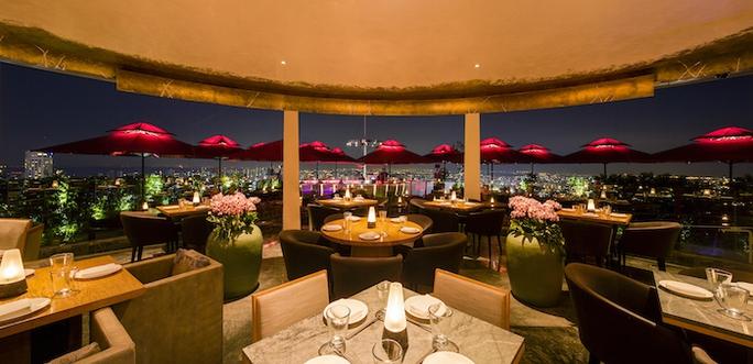 Không gian nhà hàng Ce La Vi tại Singapore. Ảnh: Forbes