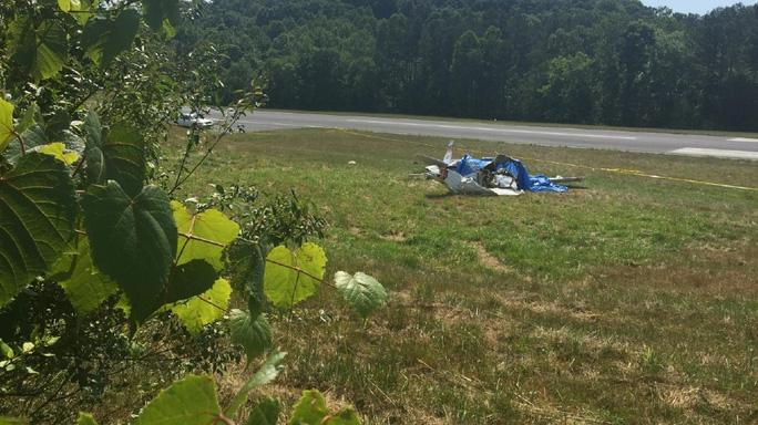 Máy bay vỡ nát tại sân bay thuộc bang Tennessee. Ảnh: WTVC