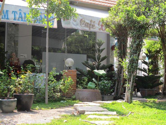 Quán cà phê Xin Chào nằm đối diện Công an huyện Bình Chánh-TP HCM