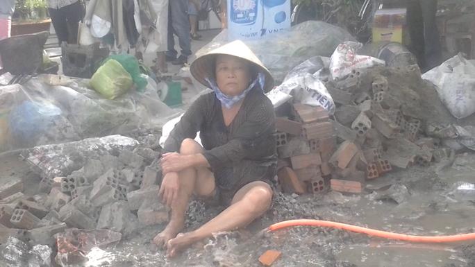 Đập phá nhà hàng xóm hơn 50 lần nhưng bà Châu Thị Ba vẫn bình an vô sự