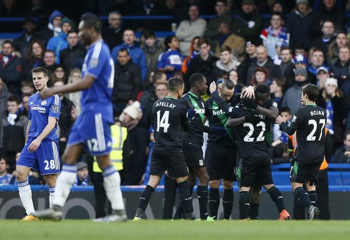 Hy vọng thu ngắn cách biệt với nhóm dự Champions League của Chelsea bị giáng một đòn mạnh sau trận hòa 1-1 trước Stoke City