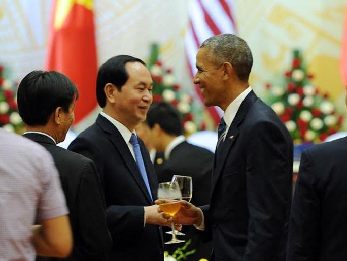 Chủ tịch nước Trần Đại Quang và Tổng thống Obama chạm ly chúc cho sự phát triển tốt đẹp của quan hệ đối tác toàn diện Việt-Mỹ - Ảnh: VNN